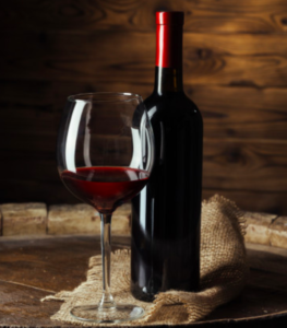 Bottiglia bicchiere casa valdemagna vino San Colombano Al Lambro